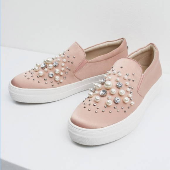 b4c10ac40d5 Steve Madden Glamour Pink Pearl Beaded Sneakers. M 5ae634c32c705d07a2fb7a58